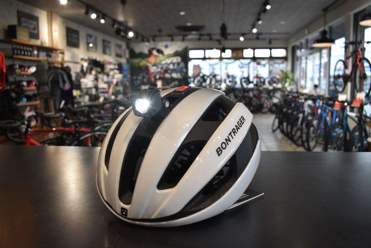 ブルべや通勤におススメ!のヘルメット Bontrager Circuit MIPS 特典有♪